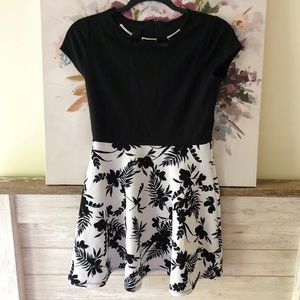Other - Black and White Floral Midi Dress